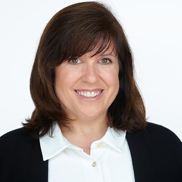 Julie Peters Headshot